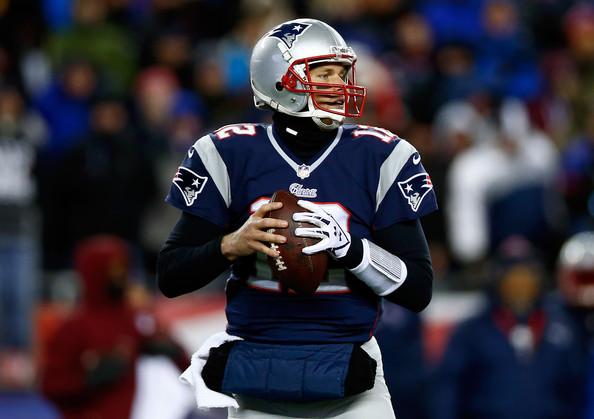 Brady lanza cuatro pases de anotación y Patriots se vengan de Bills