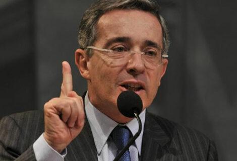 ELN pide incluir al expresidente Álvaro Uribe en diálogos de paz