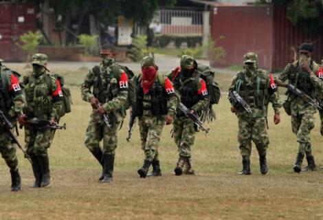 Ejército y guerrilleros del ELN se enfrentan en noreste de Colombia