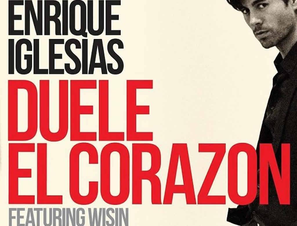"""Enrique Iglesias celebra los datos de reproducciones de """"Duele el corazón"""""""