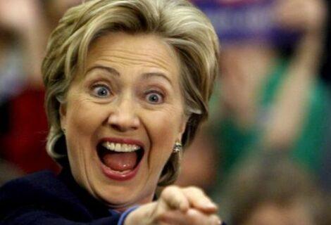 """Clinton advierte del """"peligro"""" de un presidente que ha insultado a medio EEUU"""