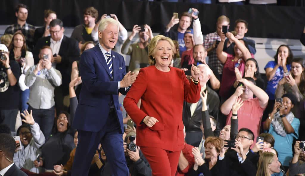 Presidente de Francia muestra su apoyo implícito a Hillary Clinton
