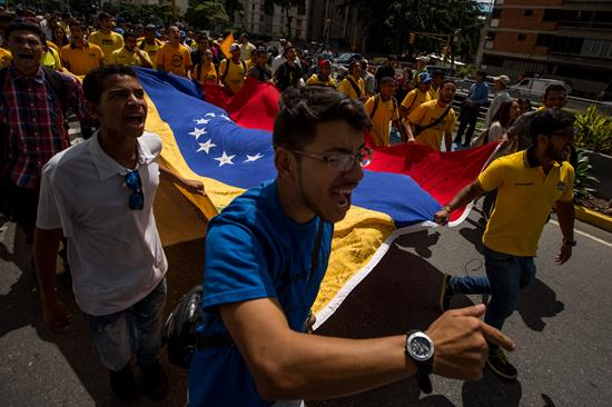 Oposición venezolana dialoga por elecciones y Gobierno por su permanencia