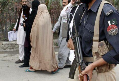 Pakistán liberará y deportará a la niña afgana de National Geographic