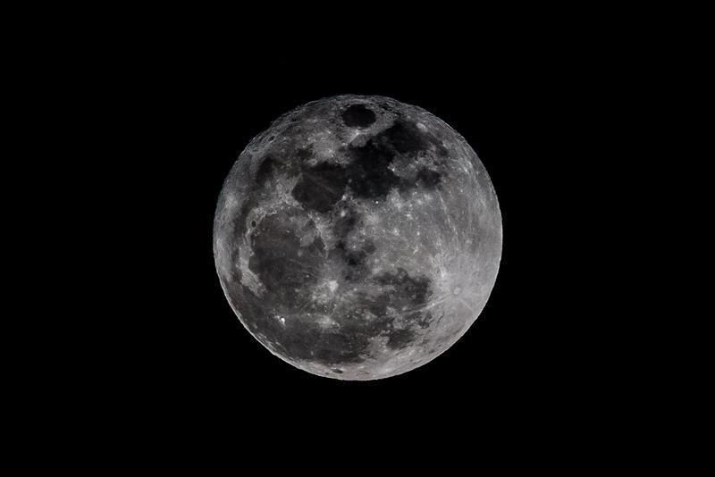 El mundo bajo el embrujo de la superluna