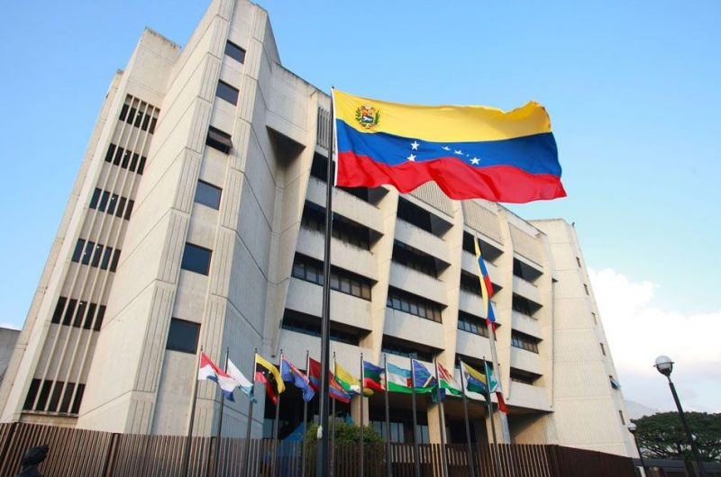 Supremo venezolano niega al parlamento expediente de nacionalidad de Maduro