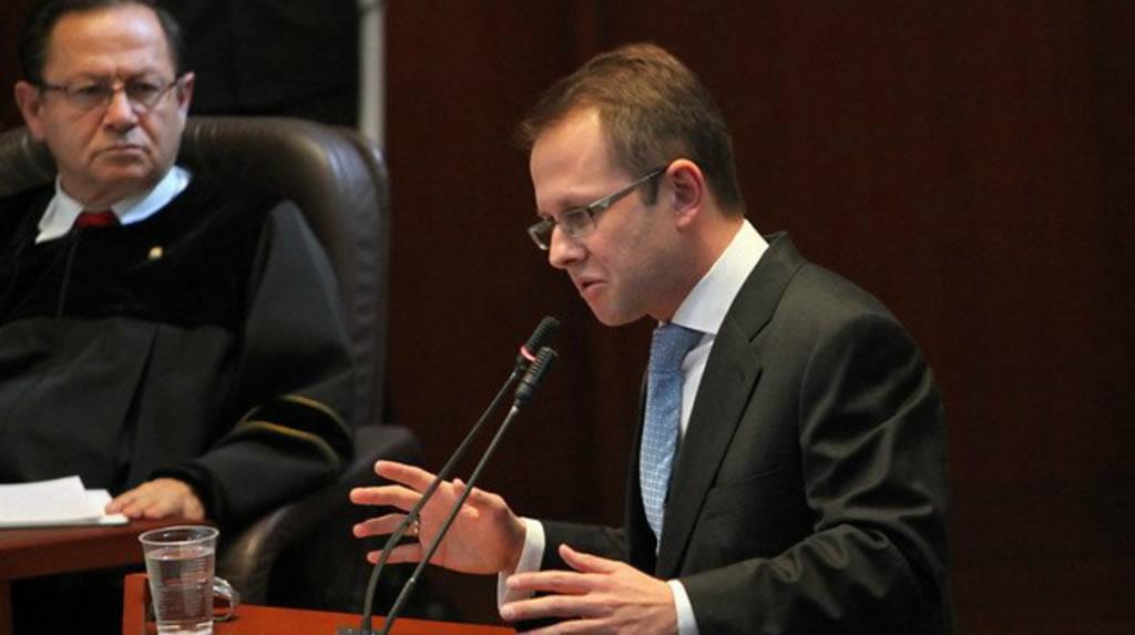 Juez se inclina contra extradición de Arias y otorga libertad bajo fianza