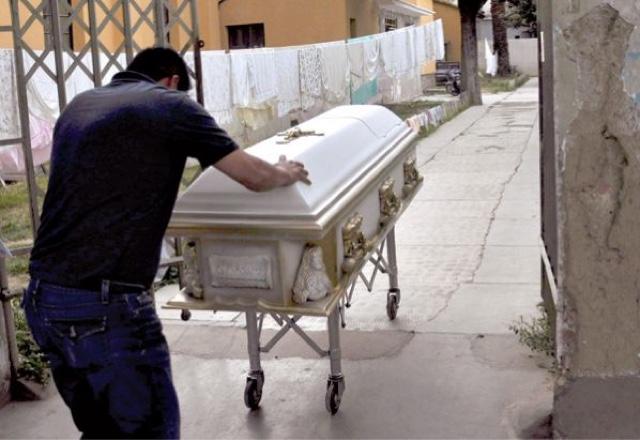 Muere joven boliviano que fue quemado vivo a petición de su exnovia
