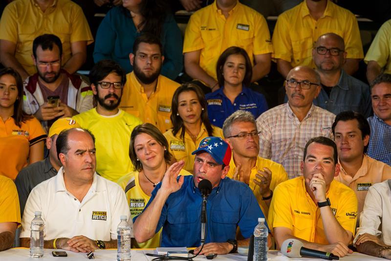 Capriles no descarta revocatorio en 2017