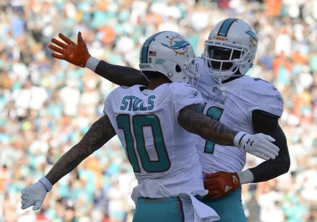 Dolphins vencen a los Rams 14-10 y obtienen su quinto al hilo