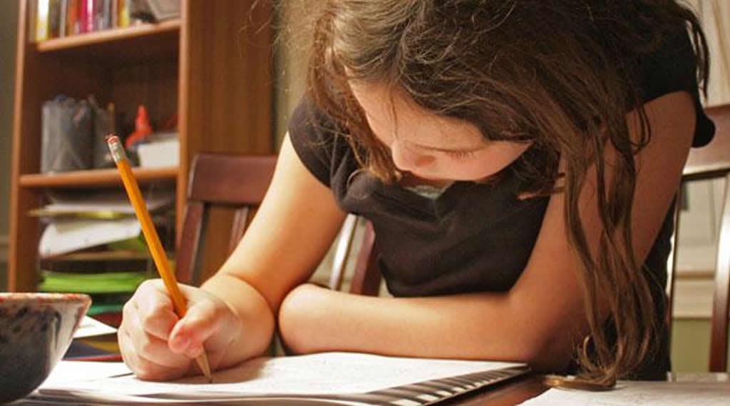 Los padres deciden con quiénes estudian sus hijos y cuántas tareas hacen