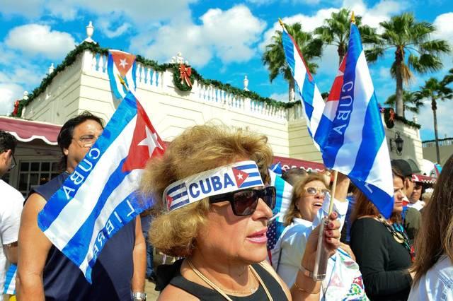 Exilio cubano alienta aviso de Trump de romper acuerdo si no hay cambios