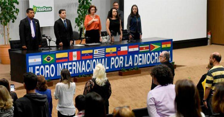 """Activistas latinoamericanos exigen un referendo """"ya"""" en Venezuela"""