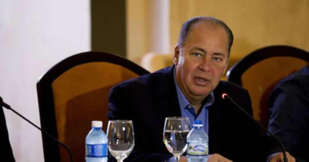 Gobernador de Virginia defiende mantener acercamiento con Cuba