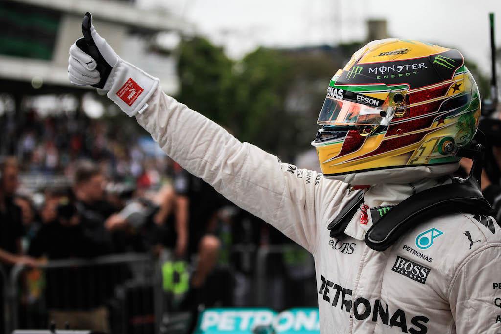 Hamilton ganó en Brasil y peleará el título a Rosberg