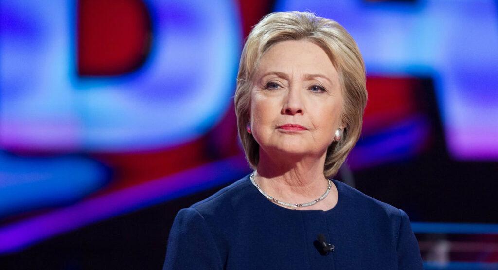 Portavoz de Trump sugiere que Clinton no sea investigada por sus correos
