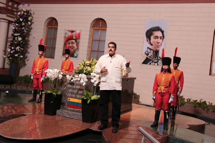 Maduro rinde homenaje a Fidel Castro en el Cuartel de la Montaña
