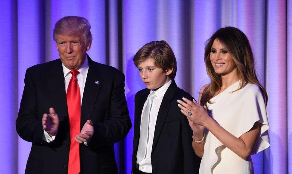 Melania Trump y su hijo Barron no planean mudarse a la Casa Blanca por ahora