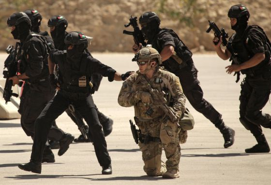 Dos instructores militares estadounidenses mueren en tiroteo en base jordana