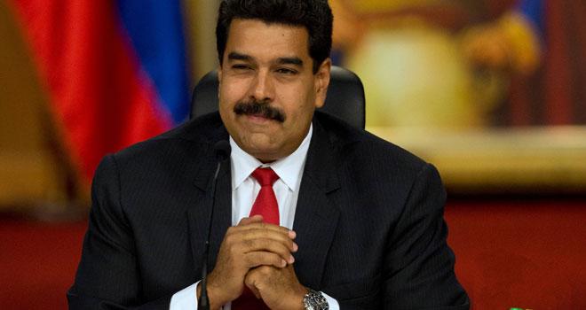 "Maduro aprueba ""reestructuración absoluta"" de la empresa estatal PDVSA"