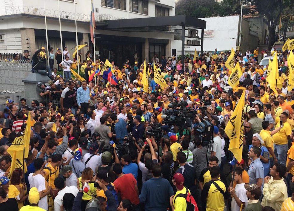 Marchan en Caracas para exigir al Gobierno un canal humanitario de medicinas