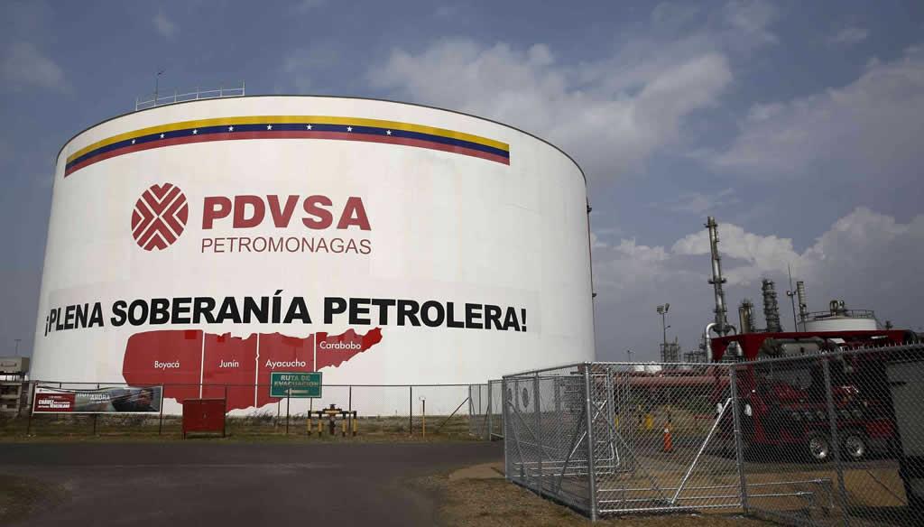 Venezuela firma acuerdos por 2.200 millones de dólares con petrolera China