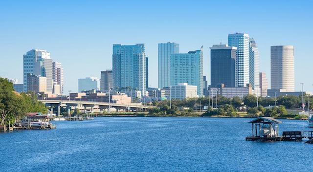 Piden a Tampa servir como refugio de indocumentados ante deportaciones