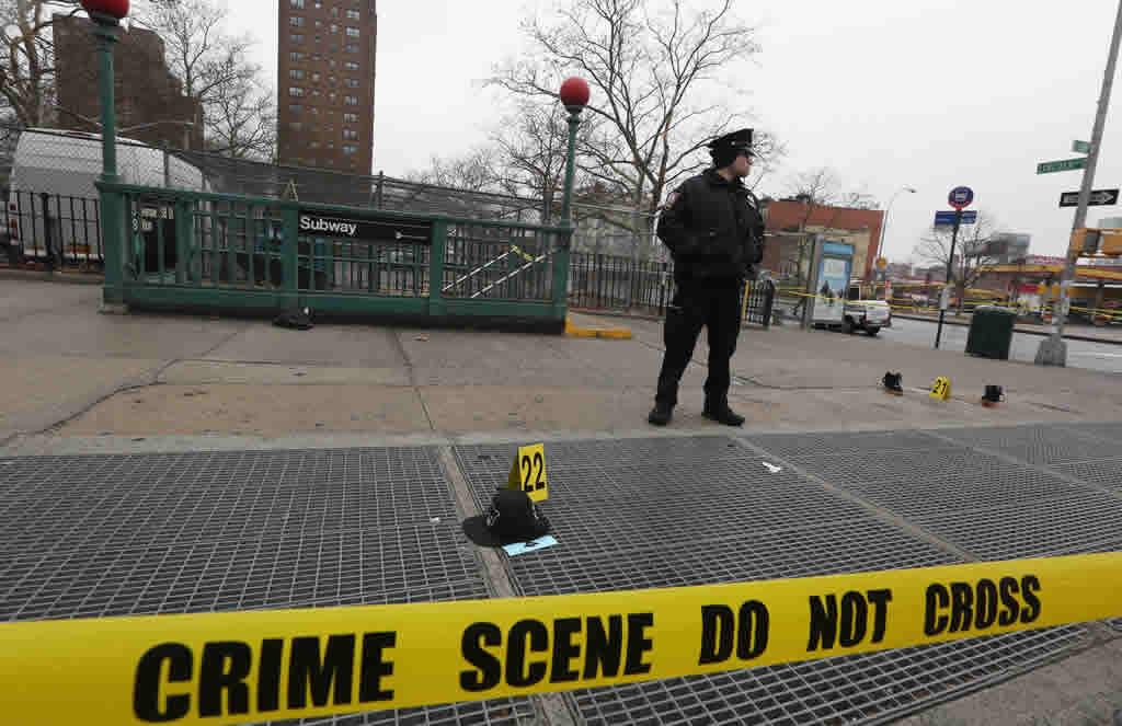 Mueren sospechoso de robo y un policía en un tiroteo en El Bronx