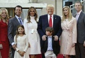 Trump llega a Florida para celebrar en familia el día de Acción de Gracias