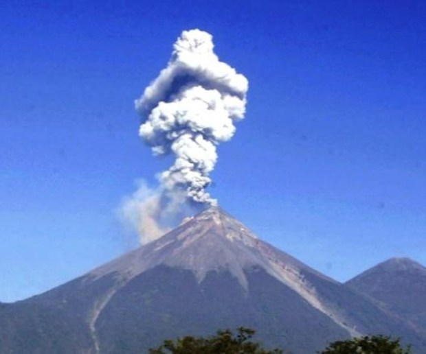 Volcán de Fuego inicia nueva erupción en Guatemala