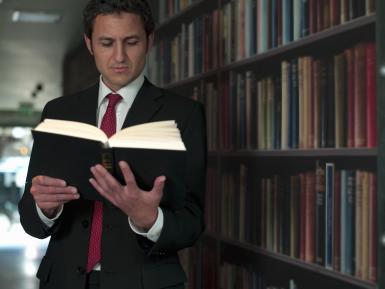 Abogados de Florida alertan del mal uso de notarios en casos migratorios