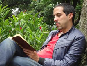 Una antología bilingüe publicada en EE.UU. abarca 80 años de poesía cubana