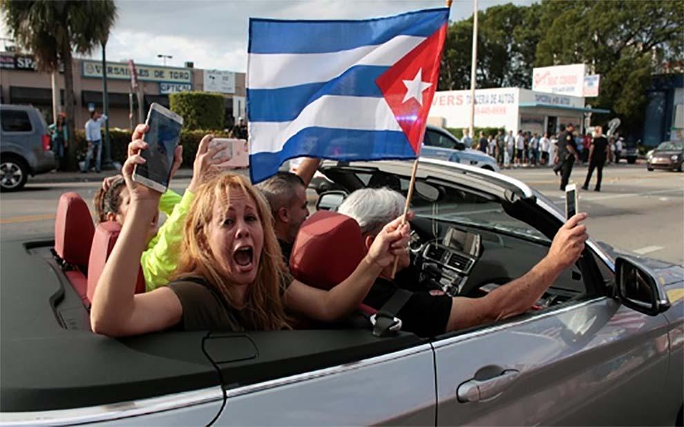 """Exilio de Miami despide a Fidel Castro al grito de """"libertad ahora"""""""