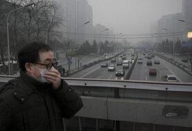 La contaminación obliga a cerrar aeropuerto y autopistas en China