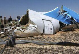Hallados rastros explosivo en cadáveres de avión Egyptair estrellado en mayo