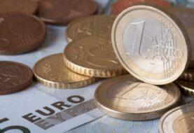 El euro cae hasta los 1,0397 dólares