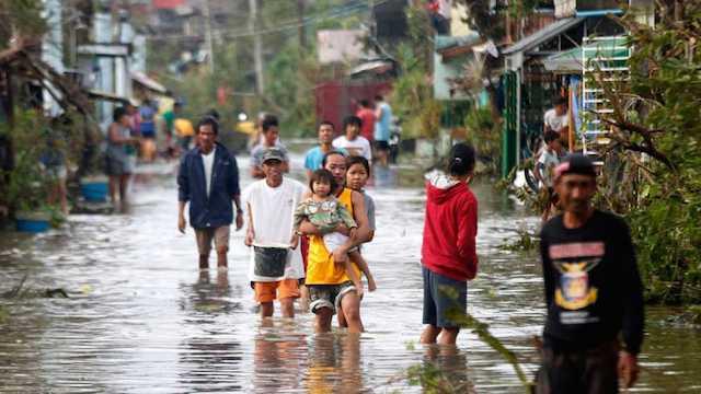 Al menos 3 muertos y más de 450.000 afectados por tifón Nock-Ten en Filipinas