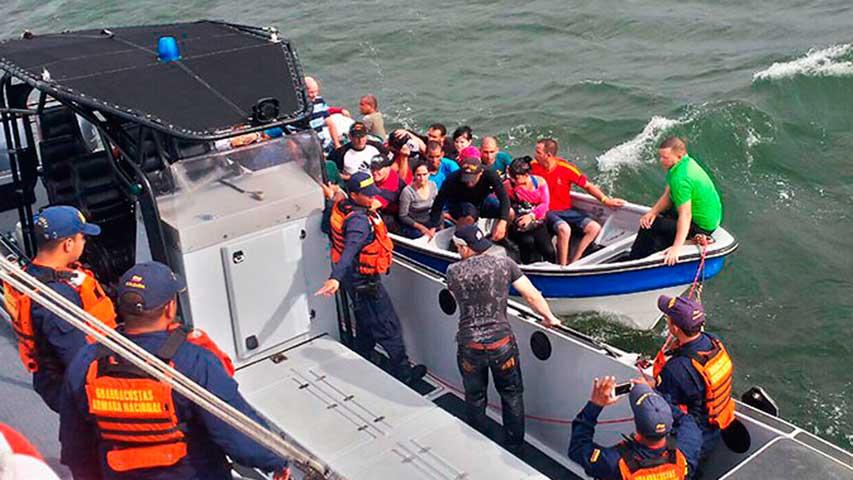 La Guardia Costera de EE.UU. repatría a 136 cubanos interceptados en el mar
