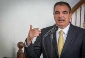 Ministro colombiano sorprende con comentario a actriz porno en su red social