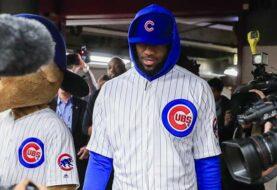 LeBron James cumple su apuesta y se viste con uniforme de Cachorros