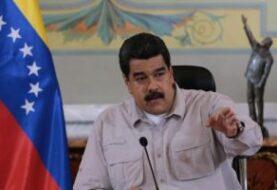 """Maduro dice que el domingo llegará una """"buena cantidad"""" de nuevos billetes"""