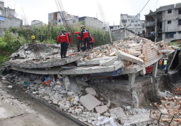Un fallecido por infarto y daños materiales tras terremotos en Ecuador