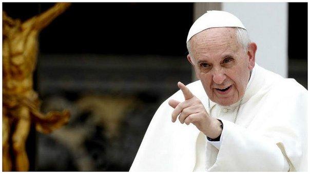 El papa invoca la paz ante terrorismo y guerras en su mensaje de Navidad