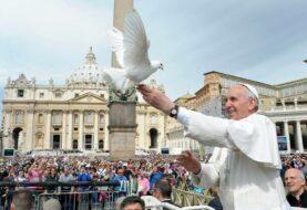 El papa se reunirá con Santos y Uribe para mediar tras acuerdo de paz