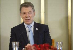 """Santos dice que aún """"se está a la expectativa"""" sobre EEUU de Trump"""