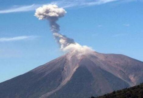 Volcán de Fuego de Guatemala registra nueve explosiones débiles