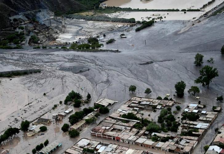 Unas 200 personas permanecen evacuadas en noroeste de Argentina por alud