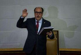 Opositor Julio Borges jura como nuevo presidente del Parlamento venezolano