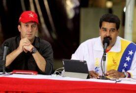 """Maduro dice no ha abandonado cargo y juramenta """"Comando Antigolpe"""""""