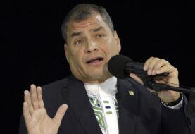 Rafael Correa dialoga con Felipe VI en su despedida de España como presidente